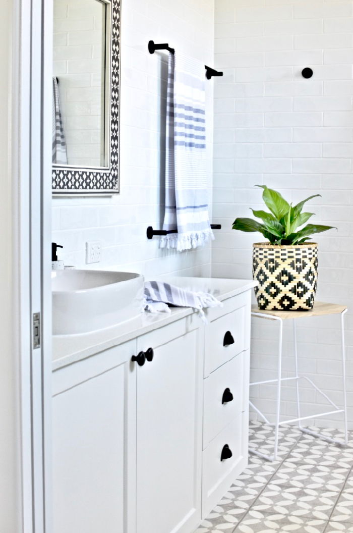 Modern Hamptons bathroom reveal