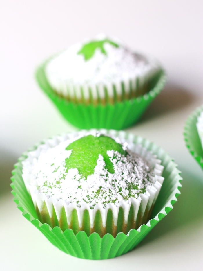 Powdered Sugar Shamrock Cupcakes are easy to make with these simple instructions. Click here to read more.
